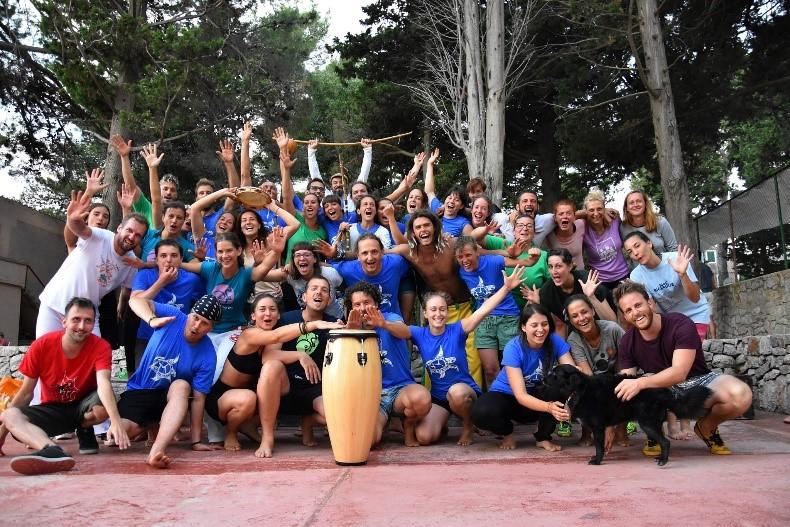 Udruga Amazonas grupna fotografija tridesetak ljudi