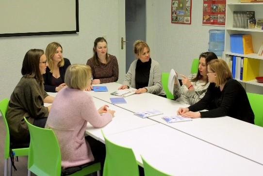 sastanak sedmero ljudi